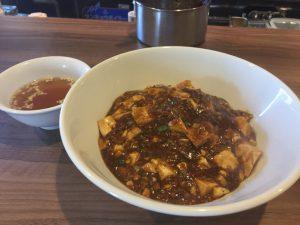 香辛料の効いた麻婆丼ランチ